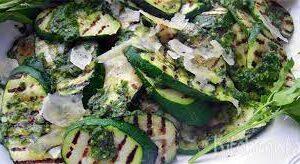 gegrilde courgette salade parmezaan